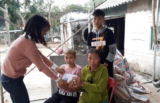 Báo SGGP trao 40,2 triệu đồng cho gia đình khó khăn ở Hà Tĩnh ảnh 1