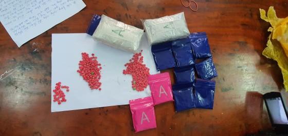 Bắt giữ đối tượng mang 6.000 viên ma túy đi tiêu thụ ảnh 2