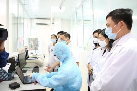 Hà Tĩnh ra mắt phòng xét nghiệm chẩn đoán Covid-19 ảnh 3