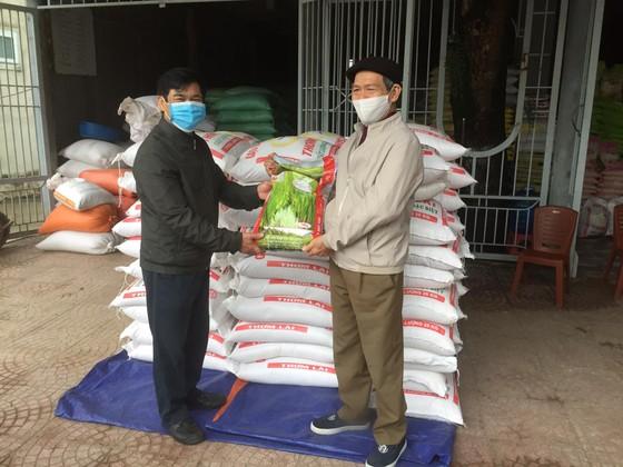 Nhiều hộ dân ở TP Hà Tĩnh ủng hộ hàng tấn gạo phòng chống dịch Covid-19 ảnh 2