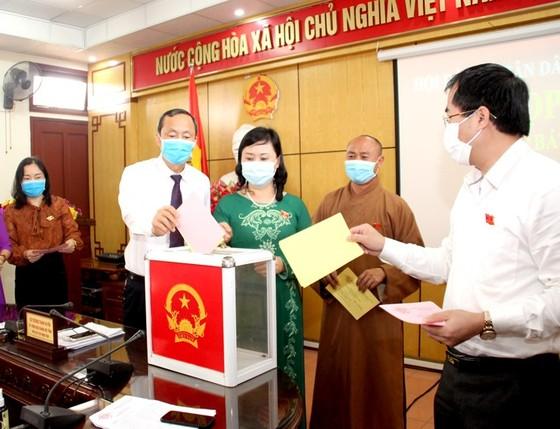 Ông Nguyễn Hồng Lĩnh được bầu giữ chức Phó Chủ tịch UBND tỉnh Hà Tĩnh ảnh 3