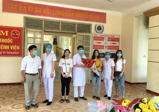 Thêm 2 bệnh nhân mắc Covid-19 điều trị tại Hà Tĩnh được ra viện ảnh 1