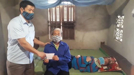 Báo SGGP trao 83,6 triệu đồng hỗ trợ các gia đình có hoàn cảnh khó khăn ảnh 4