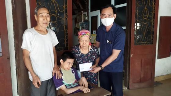 Báo SGGP trao 83,6 triệu đồng hỗ trợ các gia đình có hoàn cảnh khó khăn ảnh 3