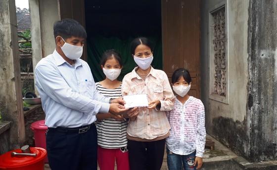Báo SGGP trao 83,6 triệu đồng hỗ trợ các gia đình có hoàn cảnh khó khăn ảnh 1