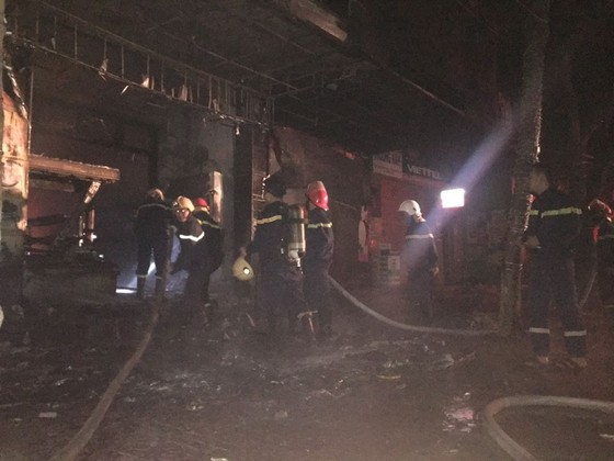 Cháy lớn tại tiệm bánh ở Hà Tĩnh lúc rạng sáng  ảnh 4