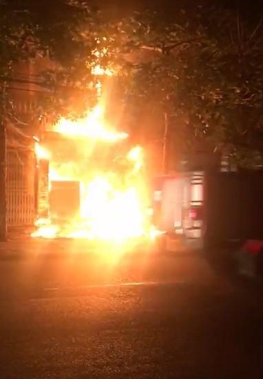 Cháy lớn tại tiệm bánh ở Hà Tĩnh lúc rạng sáng  ảnh 2