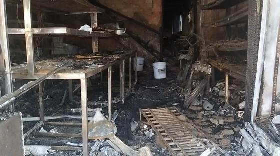 Cháy lớn tại tiệm bánh ở Hà Tĩnh lúc rạng sáng  ảnh 10