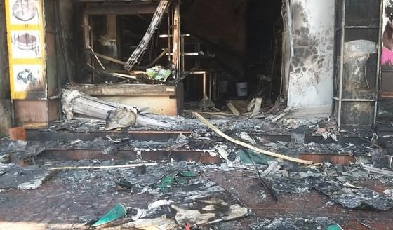 Cháy lớn tại tiệm bánh ở Hà Tĩnh lúc rạng sáng  ảnh 11