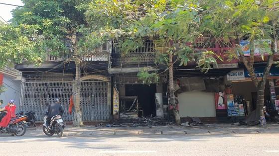 Cháy lớn tại tiệm bánh ở Hà Tĩnh lúc rạng sáng  ảnh 1