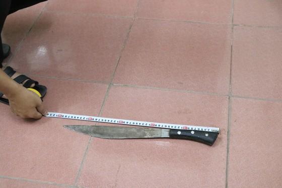 Bắt giữ nghi phạm giết người ở thị xã Hồng Lĩnh sau 8 giờ lẩn trốn ảnh 2
