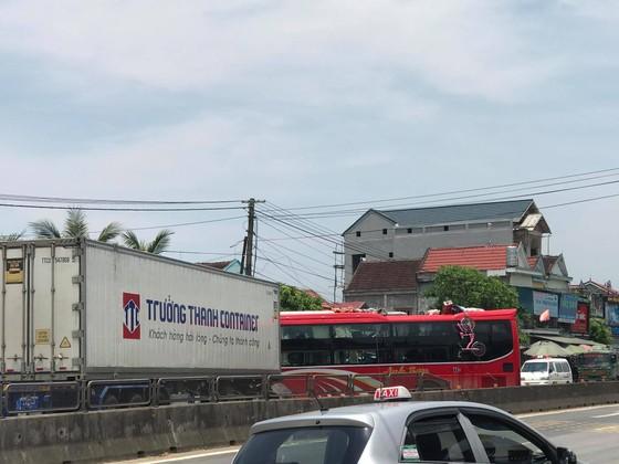 Tai nạn giữa xe khách và xe container, 2 người thương vong ảnh 5