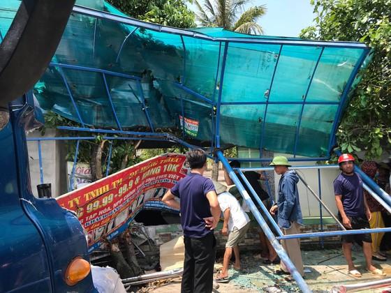 Tai nạn giữa xe khách và xe container, 2 người thương vong ảnh 6