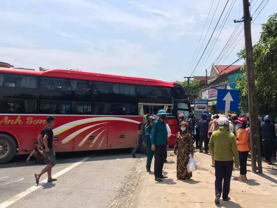 Tai nạn giữa xe khách và xe container, 2 người thương vong ảnh 9