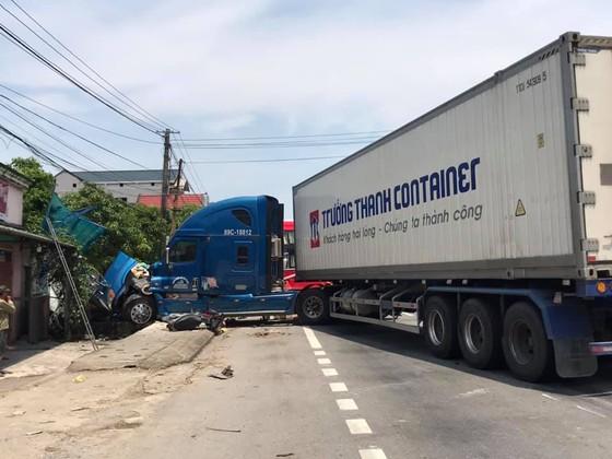 Tai nạn giữa xe khách và xe container, 2 người thương vong ảnh 7