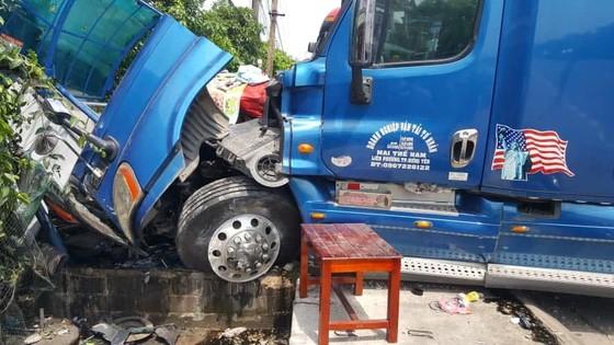 Tai nạn giữa xe khách và xe container, 2 người thương vong ảnh 11