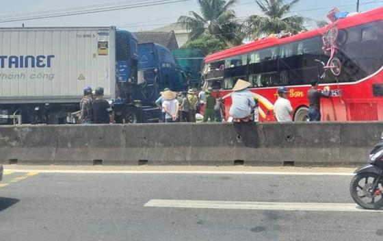 Tai nạn giữa xe khách và xe container, 2 người thương vong ảnh 8