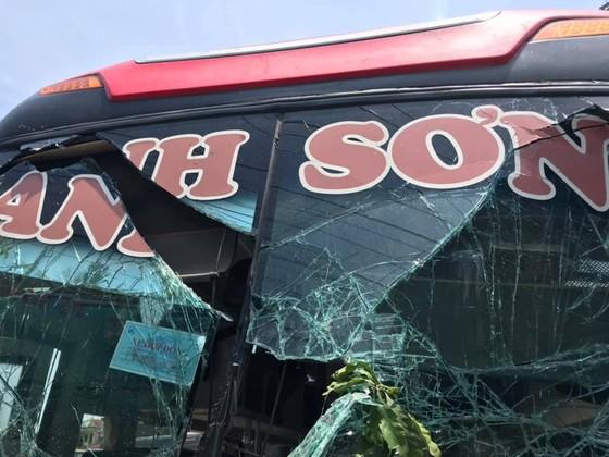 Tai nạn giữa xe khách và xe container, 2 người thương vong ảnh 3