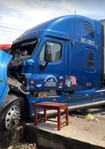 Tai nạn giữa xe khách và xe container, 2 người thương vong ảnh 12