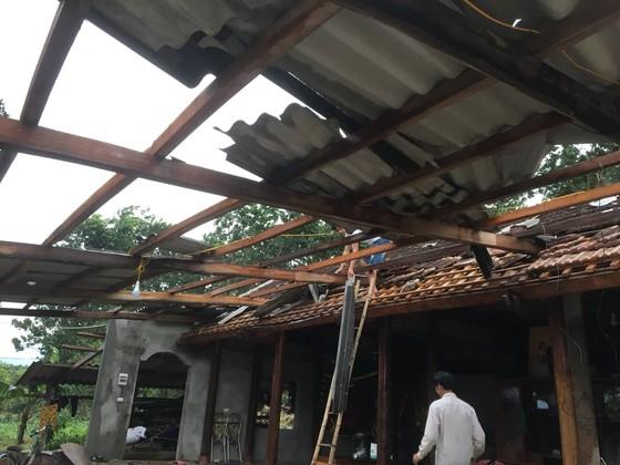 Lốc xoáy khiến nhiều nhà dân ở Hà Tĩnh bị thiệt hại  ảnh 2