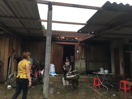 Lốc xoáy khiến nhiều nhà dân ở Hà Tĩnh bị thiệt hại  ảnh 3