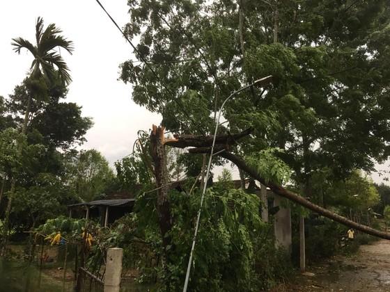 Lốc xoáy khiến nhiều nhà dân ở Hà Tĩnh bị thiệt hại  ảnh 4