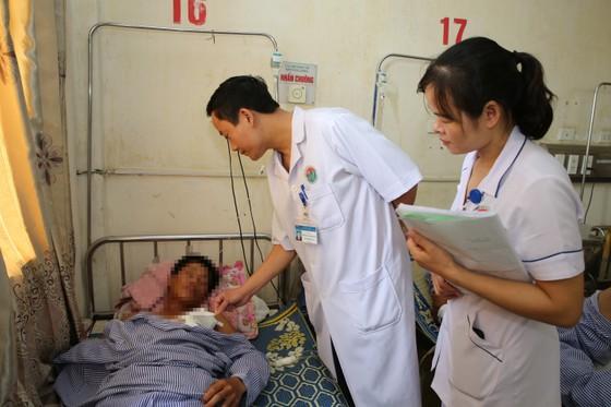 Cứu sống bệnh nhân bị dị vật dài gần 20cm đâm xuyên ngực trái ảnh 4