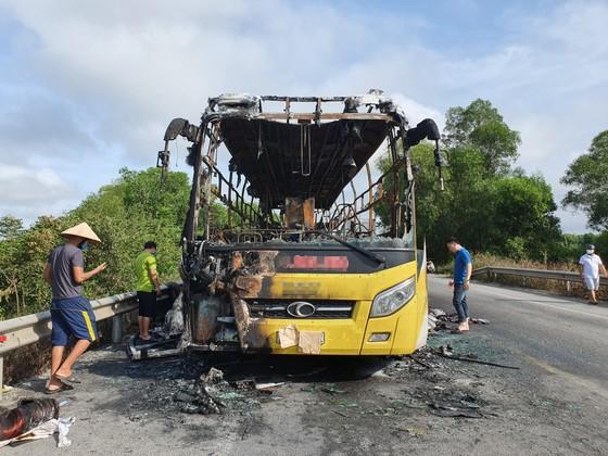 Xe khách bốc cháy lúc rạng sáng trên Quốc lộ 1 ở Hà Tĩnh ảnh 2