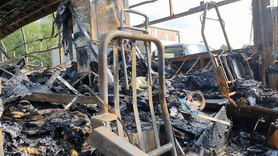 Xe khách bốc cháy lúc rạng sáng trên Quốc lộ 1 ở Hà Tĩnh ảnh 4