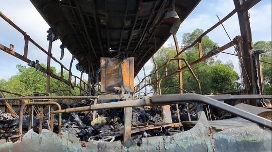 Xe khách bốc cháy lúc rạng sáng trên Quốc lộ 1 ở Hà Tĩnh ảnh 5
