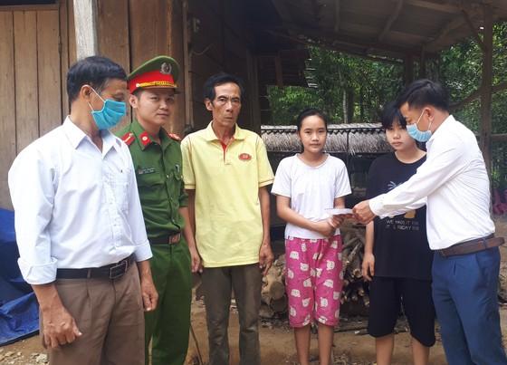 Báo SGGP trao 54,4 triệu đồng cho các gia đình khó khăn ở Hà Tĩnh ảnh 1