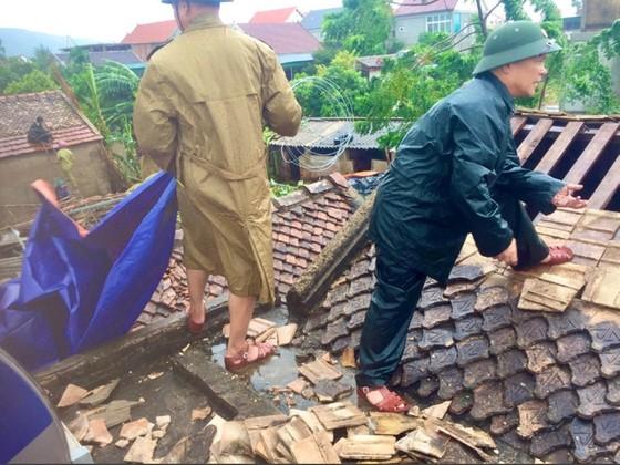Bão số 5 gây lốc xoáy và mưa lớn nhiều nơi ảnh 9