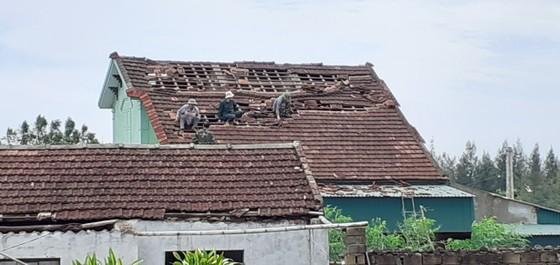 Lốc xoáy gây thiệt hại hàng tỷ đồng ở hai xã ven biển Hà Tĩnh ảnh 12