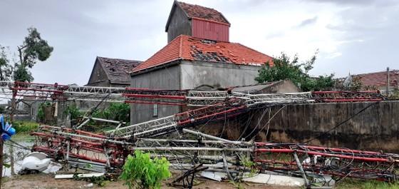 Lốc xoáy gây thiệt hại hàng tỷ đồng ở hai xã ven biển Hà Tĩnh ảnh 2
