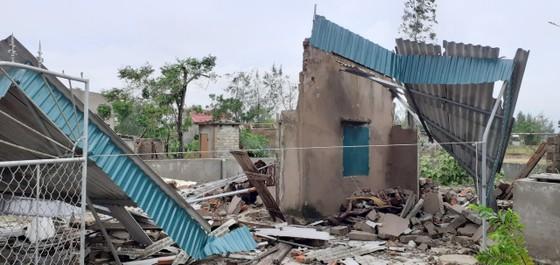 Lốc xoáy gây thiệt hại hàng tỷ đồng ở hai xã ven biển Hà Tĩnh ảnh 9