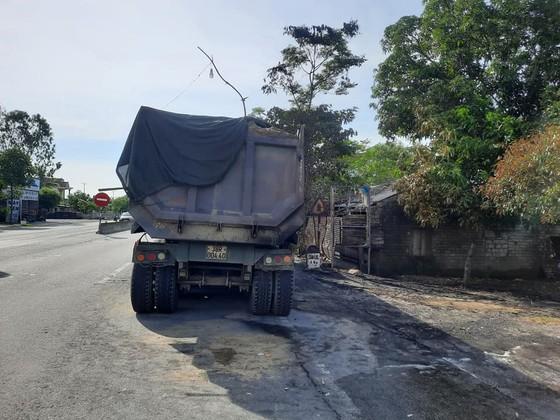 Xe ô tô đầu kéo bốc cháy trên Quốc lộ 1A ở Hà Tĩnh ảnh 8