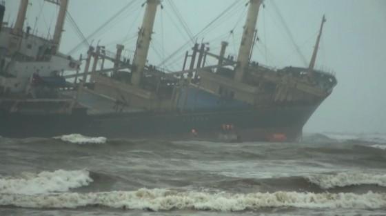 Cứu thành công 16 thuyền viên gặp nạn trên biển Hà Tĩnh ảnh 4