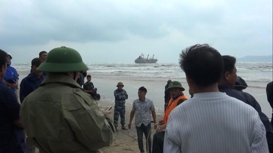 Cứu thành công 16 thuyền viên gặp nạn trên biển Hà Tĩnh ảnh 2