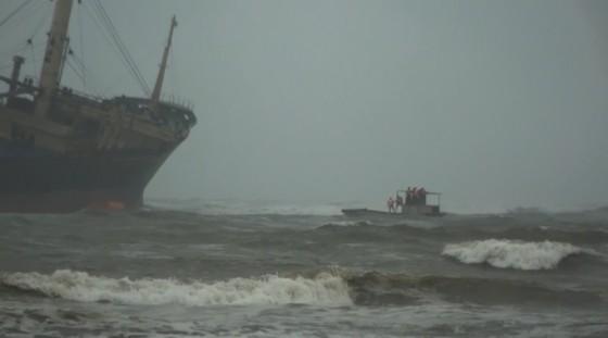 Cứu thành công 16 thuyền viên gặp nạn trên biển Hà Tĩnh ảnh 3