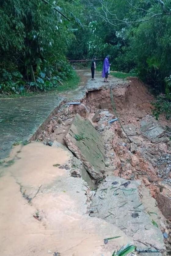 Hà Tĩnh mưa lớn, nhiều tuyến đường thôn bị sạt lở nghiêm trọng ảnh 13