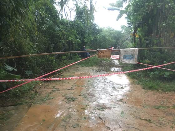Hà Tĩnh mưa lớn, nhiều tuyến đường thôn bị sạt lở nghiêm trọng ảnh 1