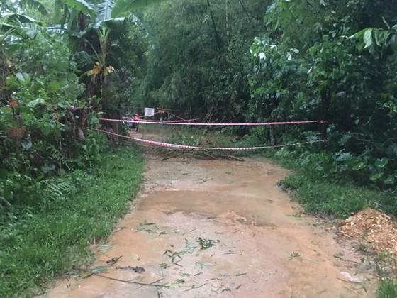 Hà Tĩnh mưa lớn, nhiều tuyến đường thôn bị sạt lở nghiêm trọng ảnh 2