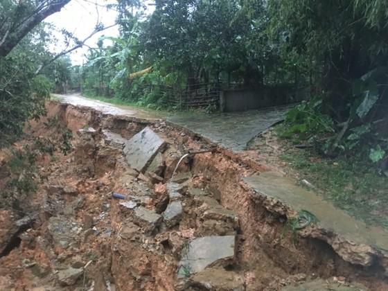 Hà Tĩnh mưa lớn, nhiều tuyến đường thôn bị sạt lở nghiêm trọng ảnh 8