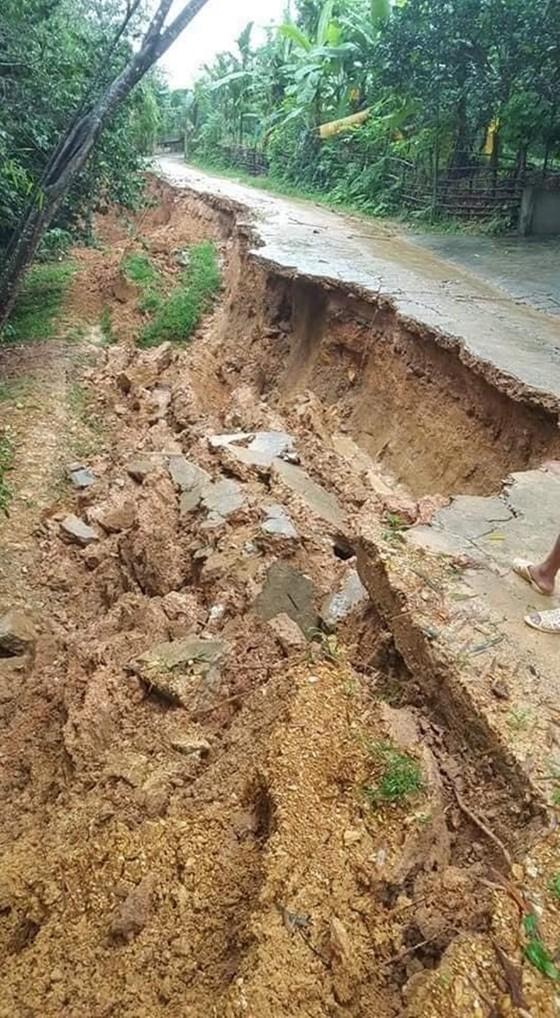 Hà Tĩnh mưa lớn, nhiều tuyến đường thôn bị sạt lở nghiêm trọng ảnh 10