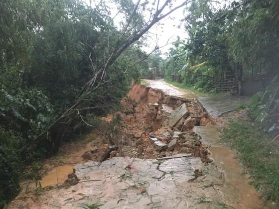 Hà Tĩnh mưa lớn, nhiều tuyến đường thôn bị sạt lở nghiêm trọng ảnh 12