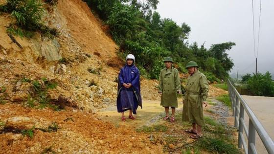 Hà Tĩnh sơ tán hàng trăm người dân đến nơi an toàn tránh lũ ảnh 13