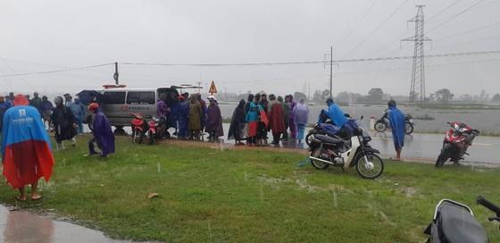 Hà Tĩnh khẩn trương tổ chức sơ tán các hộ dân ở vùng có nguy cơ cao lũ quét, sạt lở đất và ngập lụt sâu ảnh 3