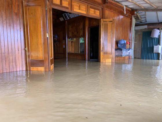 Hà Tĩnh khẩn trương tổ chức sơ tán các hộ dân ở vùng có nguy cơ cao lũ quét, sạt lở đất và ngập lụt sâu ảnh 4