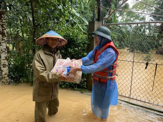 Hà Tĩnh khẩn trương tổ chức sơ tán các hộ dân ở vùng có nguy cơ cao lũ quét, sạt lở đất và ngập lụt sâu ảnh 7