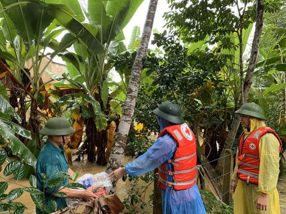 Hà Tĩnh khẩn trương tổ chức sơ tán các hộ dân ở vùng có nguy cơ cao lũ quét, sạt lở đất và ngập lụt sâu ảnh 8